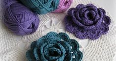 Crochet flowers are so quick and easy to make, they& perfect for beginners. Here are the top 10 free crochet flower patterns to try out! Crochet Diy, Crochet Motifs, Love Crochet, Crochet Crafts, Crochet Projects, Crochet Chain, Double Crochet, Crochet Flor, Beautiful Crochet