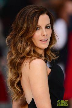 Her hair! (Kate Beckinsale fait la promo de Total Recall. Londres)                                                                                                                                                     Plus