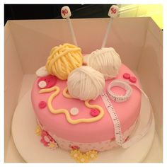 Knitting cake, maybe not in pink though Cake Icing, Cupcake Cakes, Knitting Cake, Sewing Cake, 80 Birthday Cake, Fantasy Cake, Cake Decorating Techniques, Specialty Cakes, Novelty Cakes
