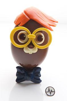 Pâques : 10 créations d'oeuvres d'art très chocolatées - ATABULA Oeuvre D'art, Oeuvres, Chocolate Sculptures, Egg Art, Minions, Easter Eggs, Creme Eggs, Creations, Easter Ideas