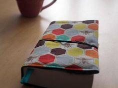 Une bonne idée DIY pour protéger ses livres de poche ! A faire pour soi ou pour offrir, en toute saison.