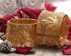 Gold bangles from Tanishq ~ South India Jewels Gold Bangles Design, Gold Earrings Designs, Gold Jewellery Design, Antique Jewellery, Quartz Jewelry, Gold Jewelry, Unique Jewelry, India Jewelry, Wedding Jewelry