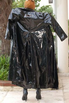 Rubber Raincoats, Raincoats For Women, Vinyl Raincoat, Plastic Raincoat, Plastic Pants, Black Raincoat, Raincoat Jacket, Hooded Raincoat, Outfit