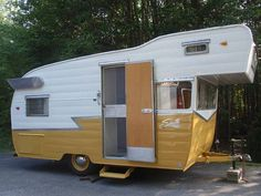 Pictures of our 1964 Shasta Astroflyte Vintage Trailer. Vintage Campers Trailers, Retro Campers, Vintage Caravans, Camper Trailers, Vintage Motorhome, Vintage Campers For Sale, Tiny Trailers, Rv Campers, Happy Campers