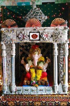 Ganpati Decoration Ideas - Decoration for Ganpati Ganpati Decoration Theme, Eco Friendly Ganpati Decoration, Ganapati Decoration, Board Decoration, Diwali Decorations, Festival Decorations, Decor Crafts, Diy And Crafts, Ganesh Chaturthi Decoration