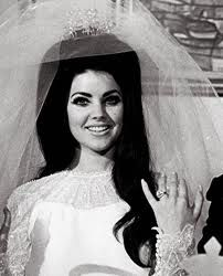 Always wanted to have her wedding hair! Big!