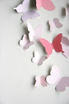 via Kikkis planet: butterfly template for wall decor, mobiles FOR LEXI Butterfly Mobile, Butterfly Party, Butterfly Crafts, Butterfly Wall, Kids Crafts, Diy And Crafts, Craft Projects, Projects To Try, Arts And Crafts