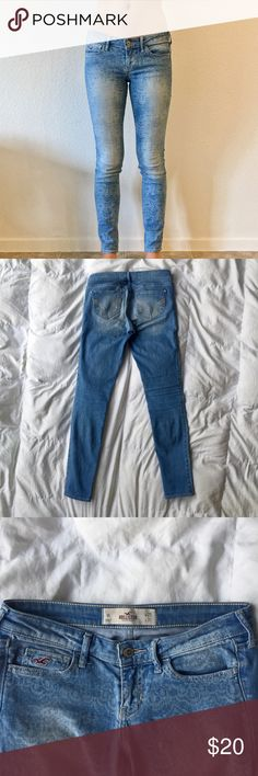 Patterned Light Wash Jeans Delicate white doily patterns on a light wash jean, worn but good condition! W25, L31 Hollister Jeans Skinny