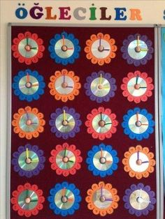 This Pin was discovered by Ser Kids Crafts, Diy And Crafts, Arts And Crafts, Paper Crafts, School Projects, Projects To Try, Birthday Charts, Fall Door Decorations, Art N Craft