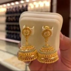 Ali baba Selani Gold and diamond splyer Dubai. Indian Jewelry Earrings, Gold Jhumka Earrings, Gold Bridal Earrings, Real Gold Jewelry, Gold Jewelry Simple, Gold Wedding Jewelry, India Jewelry, Gold Ring Designs, Gold Bangles Design