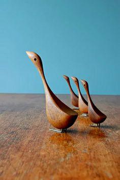Danish modern family of teak birds - jacob hermann stijl Wooden Animals, Mid Century Furniture, Plywood Furniture, Modern Furniture, Furniture Design, Wooden Art, Wood Toys, Mid Century Design, Wood Sculpture