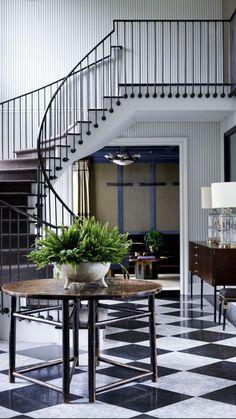 Design Entrée, House Design, Interior Design, Curved Staircase, Staircase Design, Foyer Staircase, Staircases, Mansion Designs, American Interior