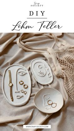How To: Make These Clay Plates - Diy crafts home Fimo Clay, Polymer Clay Crafts, Polymer Clay Jewelry, Clay Beads, Clay Earrings, Clay Art Projects, Clay Pot Crafts, Deco Dyi, Clay Plates