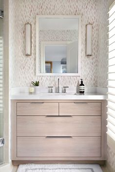 Modern neutral bathroom design | Elizabeth Lawson Design