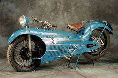 Мотоцикл, около 1930 года / Art Deco Motorcycle I am guessing that this was a racer. Vintage Motorcycles, Custom Motorcycles, Custom Bikes, Cars And Motorcycles, Motos Vintage, Vintage Bikes, Vintage Cars, Classic Bikes, Classic Cars