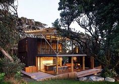 a Pohutukawa Beach House, na Nova Zelândia. Projeto do escritório Herbst Architects. #arquitetura #arte #art #artlover #design #architecturelover #instagood #instacool #instadesign #instadaily #projetocompartilhar #shareproject #davidguerra #arquiteturadavidguerra #arquiteturaedesign #instabestu #decor #architect #criative #photo #decoracion #madeira #aconchego #wood #cozy #eliasrizo #mexico #davidvandervolt #washington