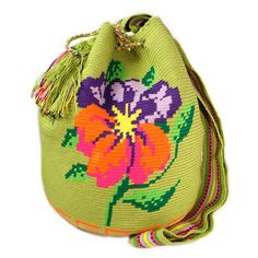 "Wayuu mochila the new ""It"" bag. Missoni , lauren santo Domingo and others designers are big fans of the new plastic . Tapestry Bag, Tapestry Crochet, Bucket Bag, Mochila Crochet, Crochet Shell Stitch, Bags 2018, Crochet Handbags, Crochet Bags, Crochet Accessories"