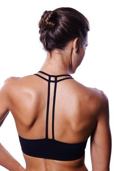 6bab3d8e68e06 Queenie Ke Women s Light Support Cross Back Wirefree Pad Yoga Sports Bra at  Amazon Women s Clothing