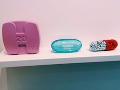 Giant Pills n' Packets in Schizophrenogenesis / Damien Hirst