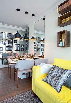 sala de estar e jantar, madeira, branco, amarelo, preto, espelho