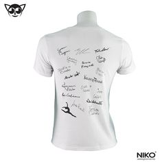 (RETRO) T-shirt Brixia 12° scudetto con autografi originali sul retro  100% cotone ring-spun prelavato e preristretto, simple jersey, bordino a costine sulla scollatura, impunture sul bordo delle maniche e sulla base, cuciture laterali Taglie: 4/5 anni, 6/7 anni, 8/9 anni, 10/12 anni, XS, S, M, L, XL  Vedi la TABELLA TAGLIE sul nostro sito www.nikostyle.it