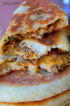 Bouchiar bread stuffed with minced meat · To the palate delights Sandwich Recipes, Meat Recipes, Cooking Recipes, Naan, Plats Ramadan, Kitchen Aid Recipes, Algerian Recipes, Bruchetta, Ramadan Recipes