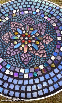 Romppala - Lindan pihalla: Mosaiikkipöytä puutarhaan