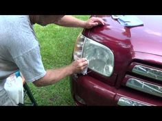 Easily restore headlight with baking soda and vinegar a how-to video Cleaning Car Upholstery, Car Cleaning, Cleaning Hacks, Cleaning Products, Cleaning Solutions, Cleaning Headlights On Car, How To Clean Headlights, Car Headlights, Diy Cleaners