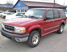 $895 — Ford Explorer XLT 2000 for sale in Fort Wayne, Indiana near Indianapolis.