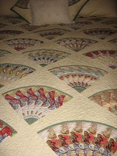 Linda's Stack & Whack fan quilt by Mellicious, via Flickr
