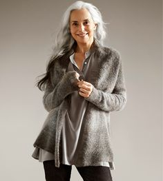 Yasmina Rossi Born in France Fashion Over 50, Look Fashion, Yasmina Rossi, Mode Ab 50, Stylish Older Women, Advanced Style, Ageless Beauty, Going Gray, Aging Gracefully