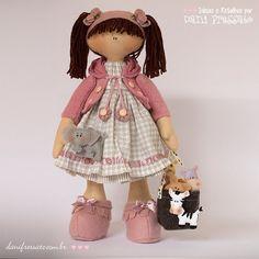 *DETALHES QUE ENCANTAM* Sempre procuro colocar alguma coisa na mão das bonecas. Essa sacolinha com bichinhos de feltro soltos é muito solicitada! Al