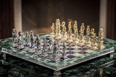 Шахматная доска из Малахита, Перламутра. Фигуры - серебро и золото