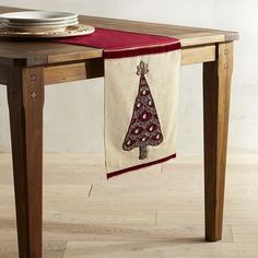 O Christmas tree—how elegant you look in crimson and gold. Our table runner will brighten your holiday decor in your dining room or entryway.