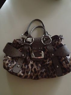 Love thus Guess purse