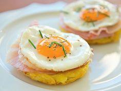 Strammer Max ist ein echter Klassiker der Hausmannskost. Wir servieren das Eier-Gericht auf knusprigen Kartoffelrösti.