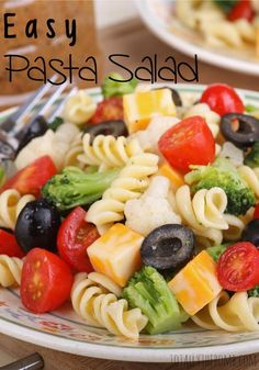 Pasta salad is a staple of almost every dinner party or get together and it's so easy to make. Next time you're taking a dish, take this easy pasta salad. Best Pasta Salad, Easy Pasta Salad Recipe, Summer Pasta Salad, Summer Salads, Pasta Recipes, Cooking Recipes, Healthy Recipes, Paradise Bakery Pasta Salad Recipe, Kid Pasta Salad