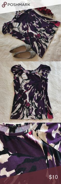 Ann Taylor Purple Abstract Cap Sleeve Tee Medium Ann Taylor Purple Abstract Cap Sleeve Tee Medium 🔹Beautiful Top! 🔹Fabric shows washing/wearing. Not pilling per say, but you can see how the fabric has softened. See pics for detail  ✅Offers Welcome w/Offer Button 🚫Trade 🚫PP 💰30%OffBundle 📦Ships1Day. Ann Taylor Tops Blouses