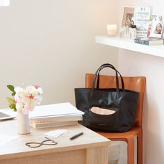 Nos bureaux ont été pensés comme des pièces à vivre, c'est ça l'entreprise MODERNE et LIBEREE! :) L'aventure vous tente? ReJOIEgnez-nous! www.maisongaja.com