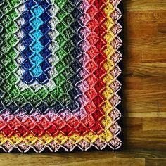 My version of the bavarian stitch #bavarianstitch #crochet #virka #häkeln #colour #crochetersofinstagram #schachenmayr #yarn #structure #symetric #squares #ravelry #handmade #therevolutionwillbehandcrafted #latenightcrochet #earlymorningcrochet