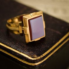 Antique Late Victorian Angular Sardonyx Signet Ring in Gold, Circa 1890 Gold Rings Jewelry, Pandora Jewelry, Fine Jewelry, Antique Mens Rings, Antique Jewelry, Vintage Jewellery, Gold Ring Designs, Butterfly Jewelry, Cute Rings
