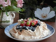 Brown sugar meringue with cream and berries