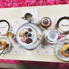 Afternoon tea at home but it's not the same! Also, someone couldn't wait to start until after the picture 😒#londonthoughts #homeawayfromhome #passtheteaplease #teaandcake #yummyfood #doingliferight #afternoonpause