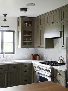 cozinha em verde e fogao industrial