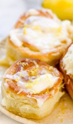 have Sticky Lemon Rolls with Lemon Cream Cheese Glaze for breakfast!!
