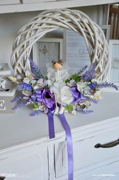 Bílý Proutěný věnec s keramickou holčičkou Grapevine Wreath, Grape Vines, Hanukkah, Wreaths, Design, Home Decor, Decoration Home, Door Wreaths, Room Decor