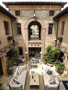 Courtyard, Italian villa style home. Reminds me of our Turks & Caicos trip. Would love a courtyard in backyard, with a one story covered porch (square shaped) on the left and a room on the right, with a water feature in center. Style At Home, Italian Style Home, Outdoor Rooms, Outdoor Living, Outdoor Seating, Indoor Outdoor, Outdoor Furniture, Pergola Patio, Backyard