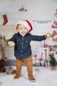 Daar zijn ze weer! (Extra dagen beschikbaar!) De kerst Mini actie shoots!  Deze week (dinsdag 24-11 tot en met vrijdag 27-11, en maandag 30-11 tot en met woemsdag 2-12) zullen we de kerst mini sessies weer (extra) doen in onze studio te Papendrecht. (Let op, wees er snel bij, want beperkte plek!)  Inclusief:  -De kosten voor deze sessie is €15 ,prijs per kind of dier (als gezin is mogelijk, en kost dan ook €15, maar worden dan alleen foto's van het gezin samen gemaakt!) - U krijgt een mini…