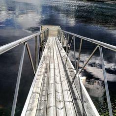 Конечно для купания тут холодновато, но глядя на эту картину, так захотелось окунуться..#norway #море#мойблог #фьорд#лето #natgeoru #nikon #travel #вода #terråk #huawei #huaweip9 #leica #приключения#nikonrussia #берега#сказка #instagramrussia #wonderful_places #relax #instamobile #mobilphotography #инстаграмнедели #небо #пейзаж#nikon_top #påvei#oo #nikon #Норвегия