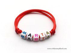 """Bracelet prenom nom message logo Initiale surnom """"MARTA"""" (réversible, personnalisable) homme, femme, enfant, bébé   Fermeture coulissante. Convient à tous les poignets! lettres acryliques 6x6mm sur fil de satin (2 mm.) couleur au choix.  Ce bracelet ne craint pas l'eau.  Vous pouvez toujours le garder sur le poignet (douche, piscine, vaisselles....)  Bracelet est personnalisable!!!"""